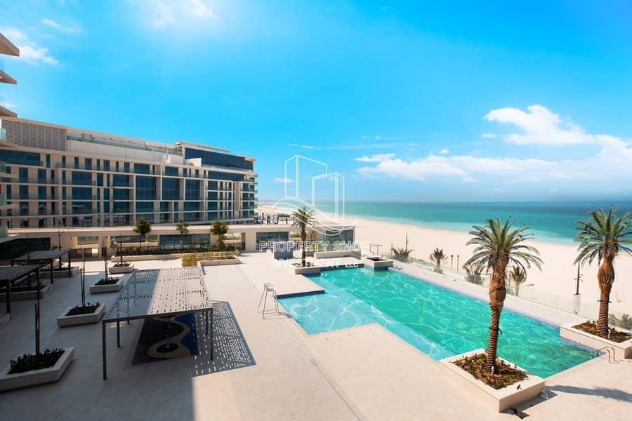 Lavish & Stunning High-End Penthouse Direct On the Beach!