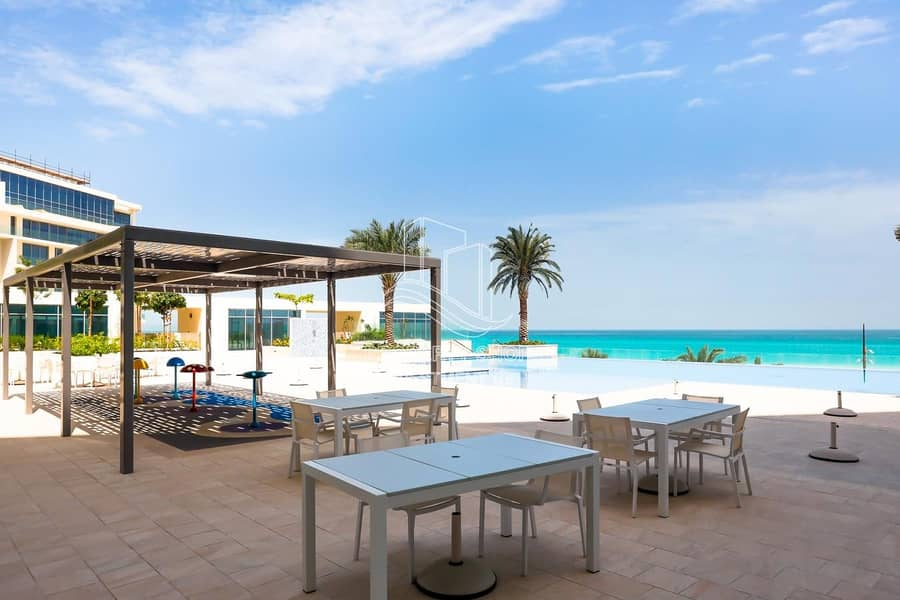 2 Lavish & Stunning High-End Penthouse Direct On the Beach!