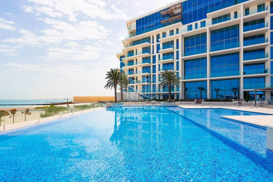 12 Lavish & Stunning High-End Penthouse Direct On the Beach!