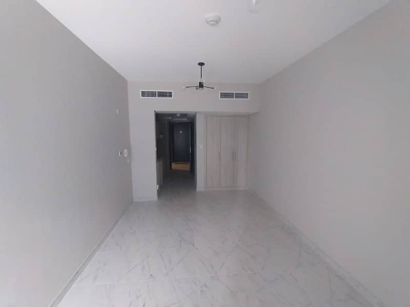 Brand new / with  balcony /chiller free studio in dubai south
