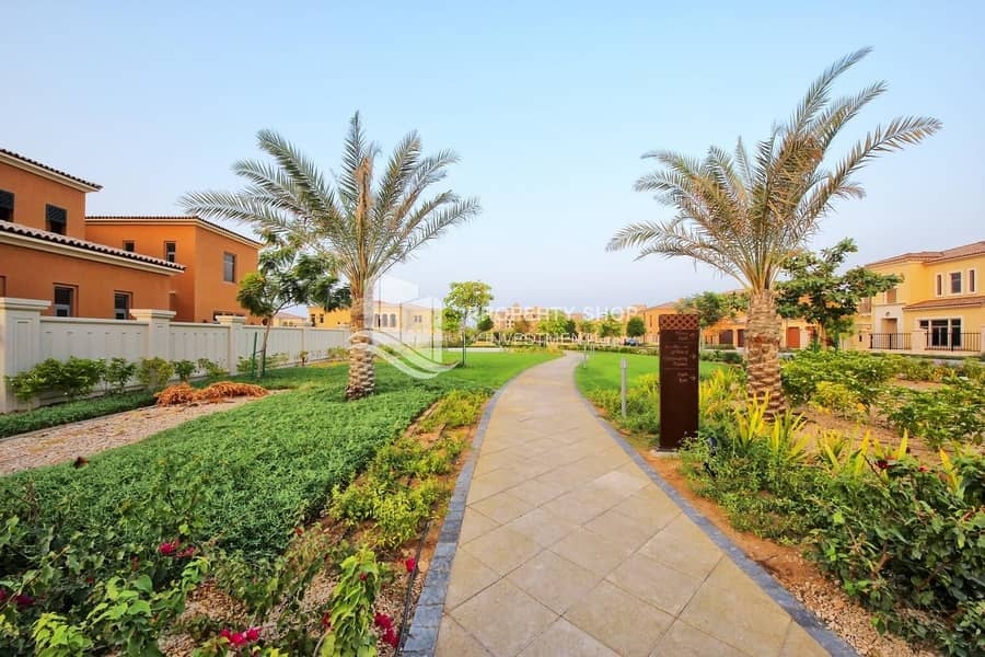 14 Immaculate  Executive Arabian Villa with 3 Garage Parking Spaces!