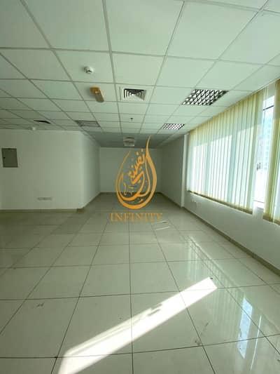 مکتب  للايجار في المجاز، الشارقة - 1200 sqft ready to move office in 42k in commercial building