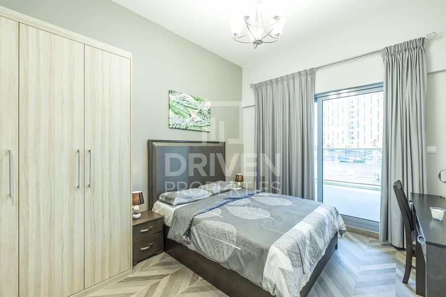 21 Fully Furnished 1 Bed | Partial Lake View