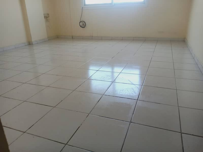 920 SQRFT 1 BEDROOM HALL WITH CENTRAL AC ONLY 17K IN MUWAILIH