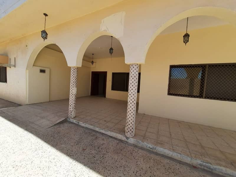5 BEDROOM VILLA  WITH 6 BATHROOM,WITH MAIDROOM FOR RENT