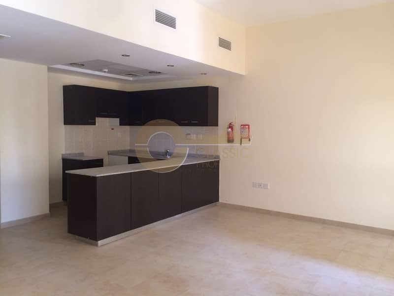 Spacious 2 bed   Open Kitchen  Al Thamam