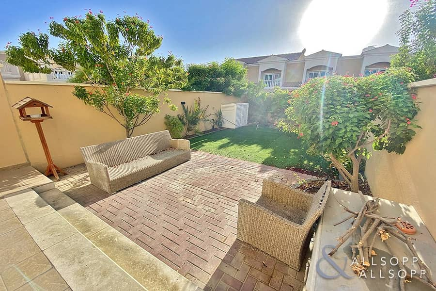 Stunning   One Bed    Townhouse   Vacant