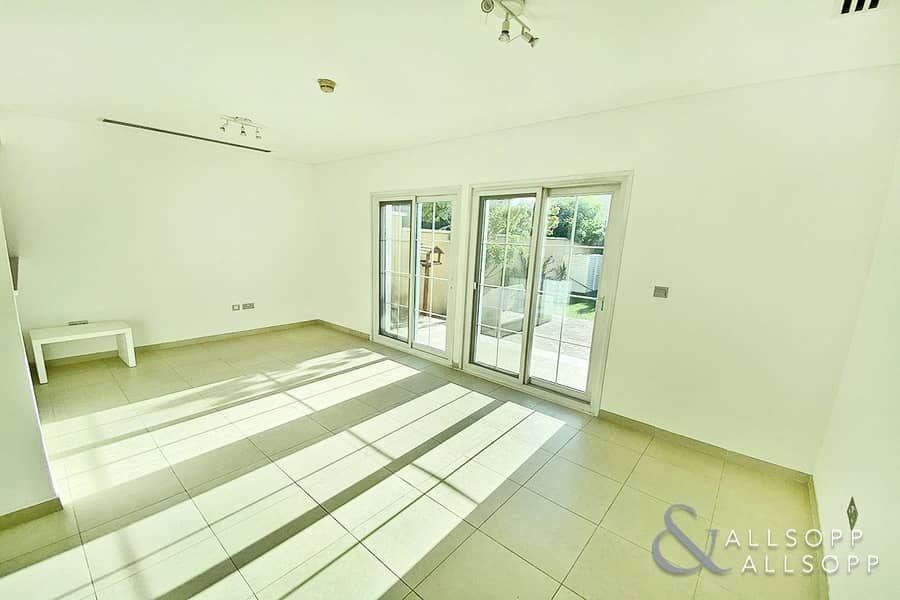 2 Stunning   One Bed    Townhouse   Vacant
