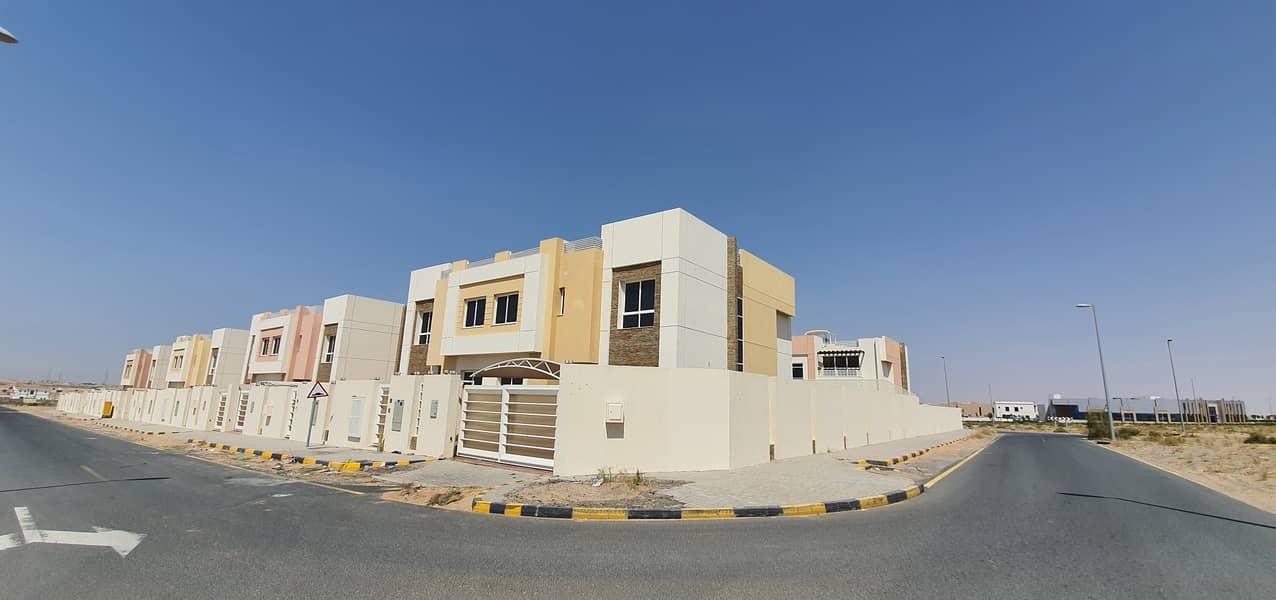 Brand new luxury 4bedroom+maids+kitchen appliances villa, 5500sqft rent 110k in 4chqs call