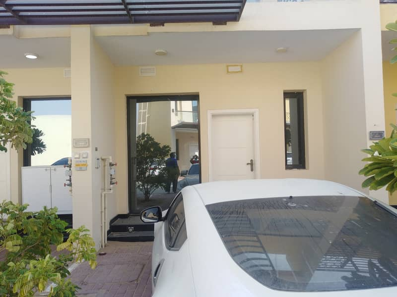 Unbelievable Price, Independent One bedroom town house Villa with balcony for rent