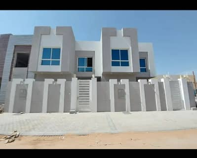 5 Bedroom Villa for Sale in Al Yasmeen, Ajman - A super deluxe finished villa with security and sophistication for you and your family, freehold all nationalities