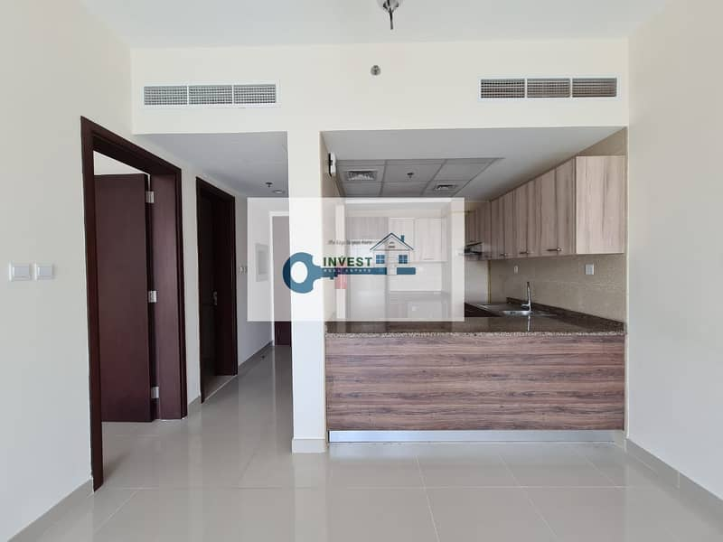 Best Price! Ready to move in ! Huge 1BHK with Balcony in Roxana Residence