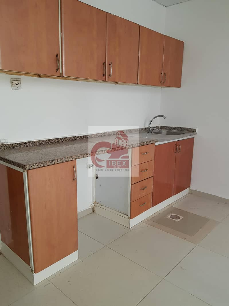 2 Very Nice Huge Size Good Size Good Studio Affordable Just 10k In Muwaileh Sharjah