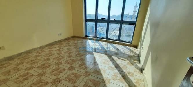 1 Bedroom Flat in Town Center with Balcony