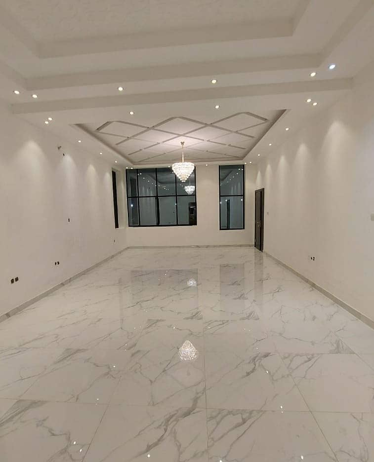 With a very large area of land and building and a price for a shot from the owner, a villa with a luxurious hotel design, an artist location, with a super deluxe finishing with freehold ownership. Life for all nationalities