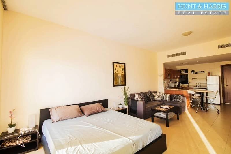 2 Furnished Studio - Amazing Pool & Golf Course View