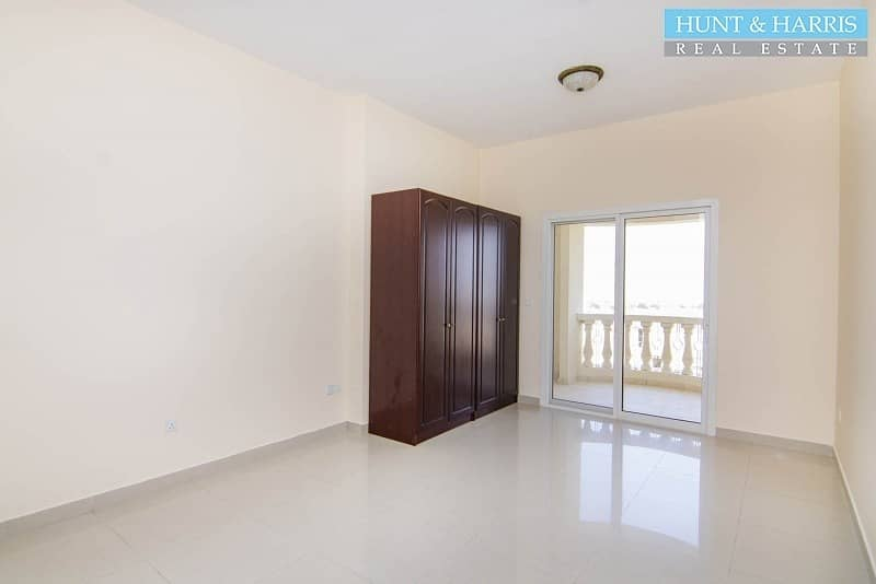 2 Well Maintained -Studio Apartment - Golf Course Views