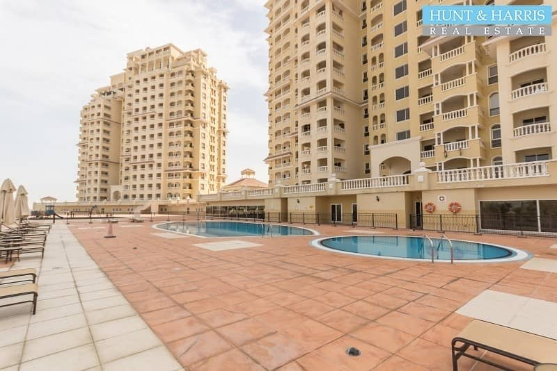 Well maintained - Large Studio - Golf Course View