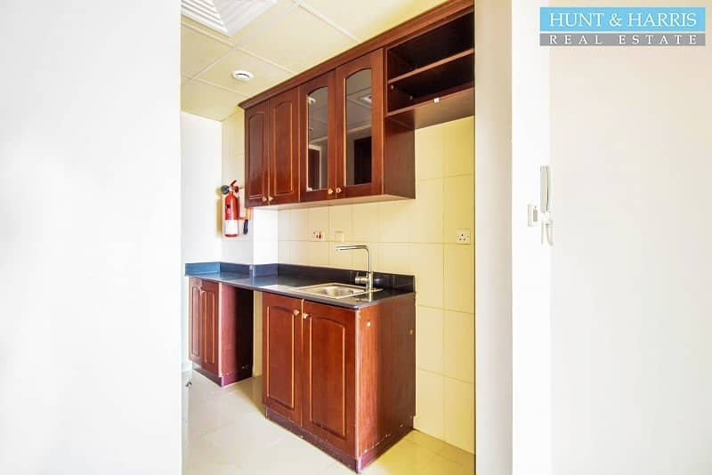 2 Well maintained - Large Studio - Golf Course View