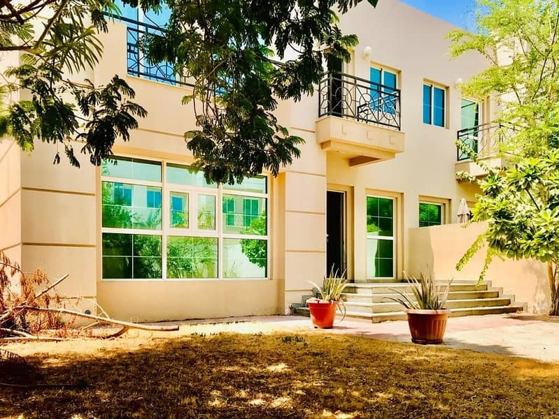 Excellent 4 Bedroom plus maid villa with pvt garden and shared pool in Jumeirah