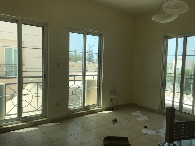 21 Excellent 4 Bedroom plus maid villa with pvt garden and shared pool in Jumeirah