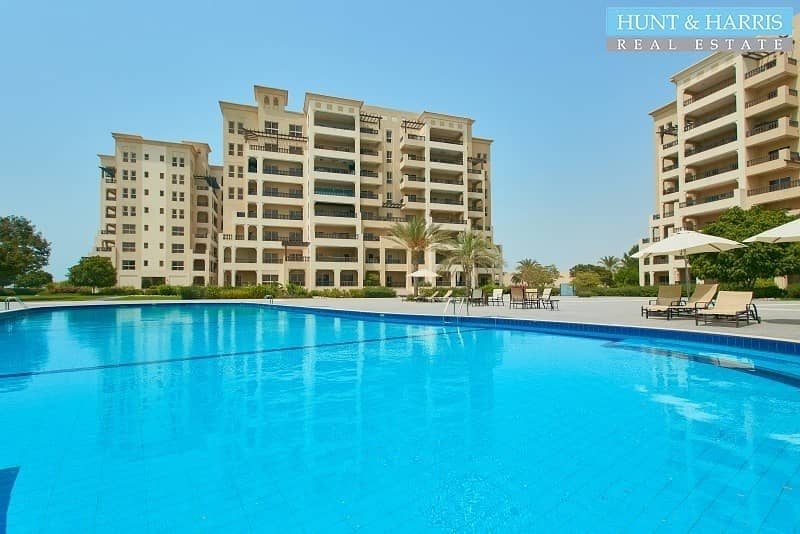 2 Spacious 3 Bedroom Apartment in the Marina