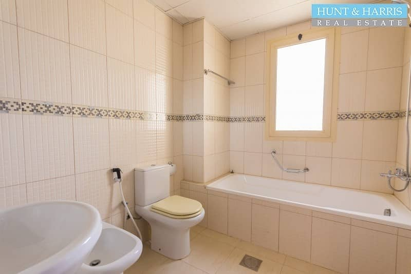 Spacious 3 Bedroom Apartment in the Marina