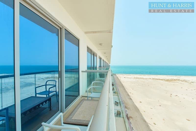 2 Tenanted -Studio   Perfect View of the Beach   Pacific