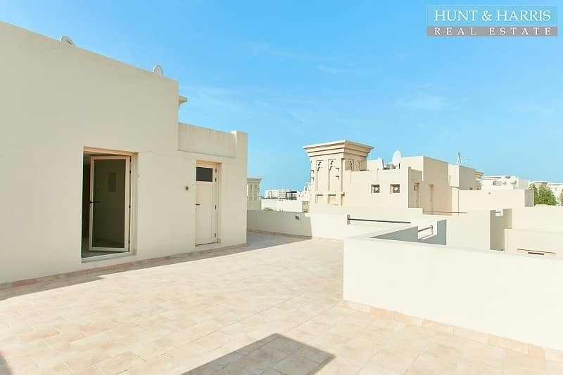 18  Roof Top Entertainment area and maids room