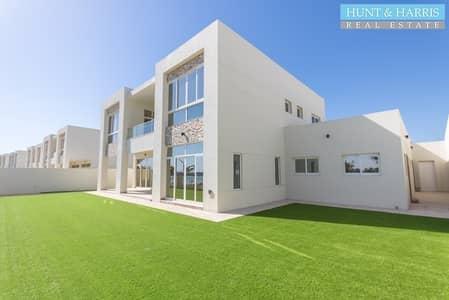 فیلا 6 غرف نوم للبيع في میناء العرب، رأس الخيمة - Direct Private Beach Access - Gorgeous Modern Townhouse