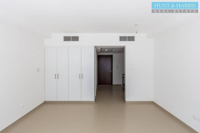 2 Beachfront Location - Modern Studio Apartment - Move in Now