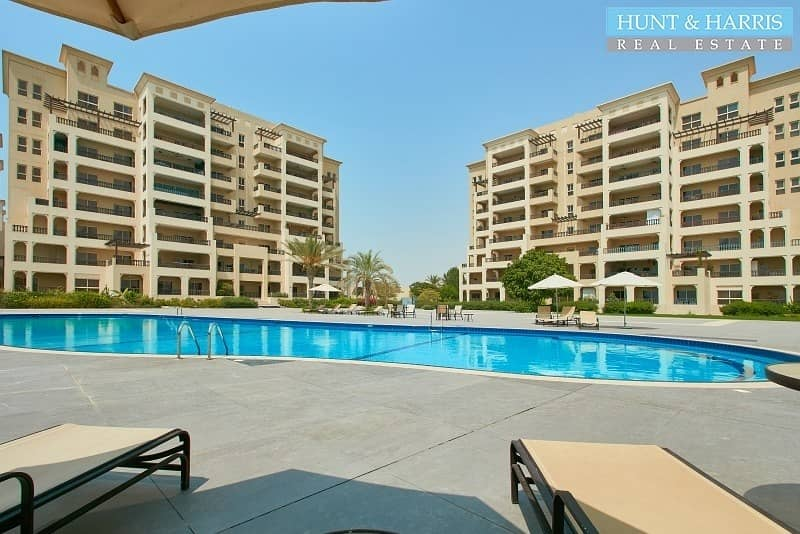 18 Stunning 2 Bedroom furnished apartment - Sea view