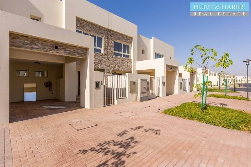 Bermuda 2 Bed - Sea Side Living - Spacious Bright Townhouse