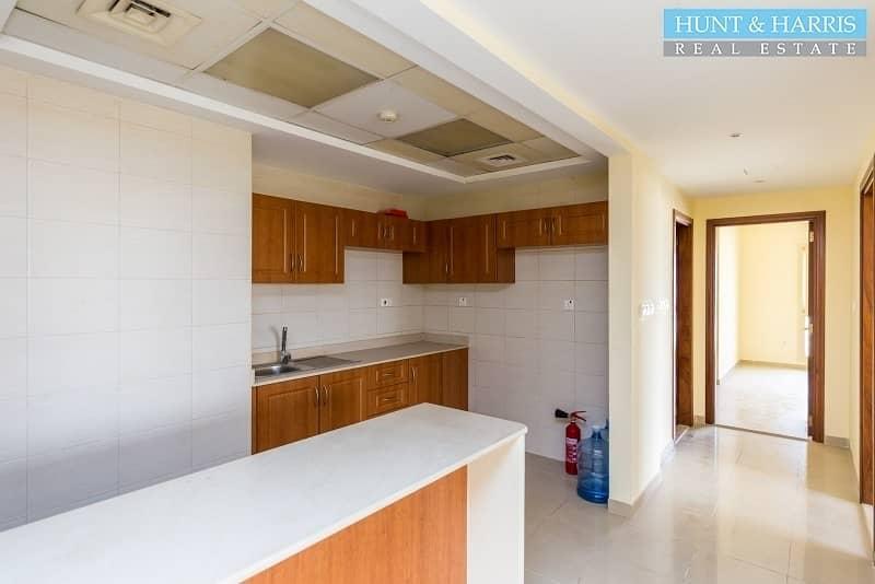 2 2 bedroom Marina - Mid Floor - Large balcony