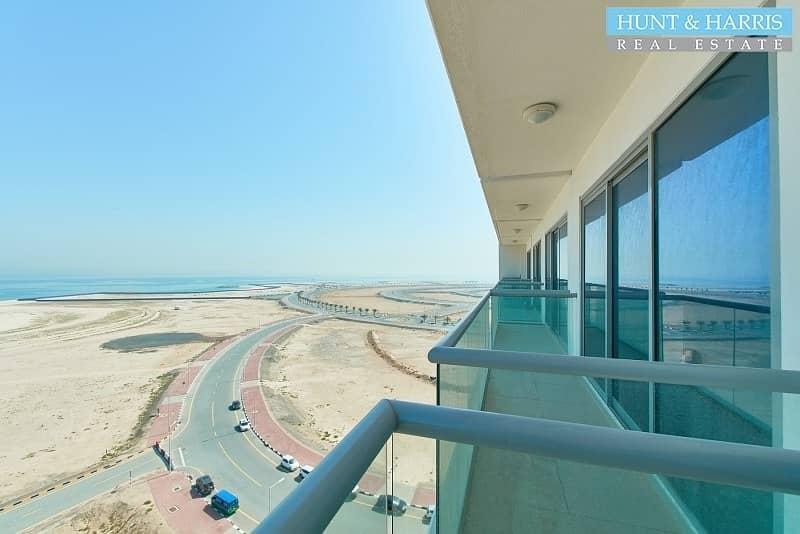 2 Amazing Sea Views - Modern Studio Apartment - Pacific
