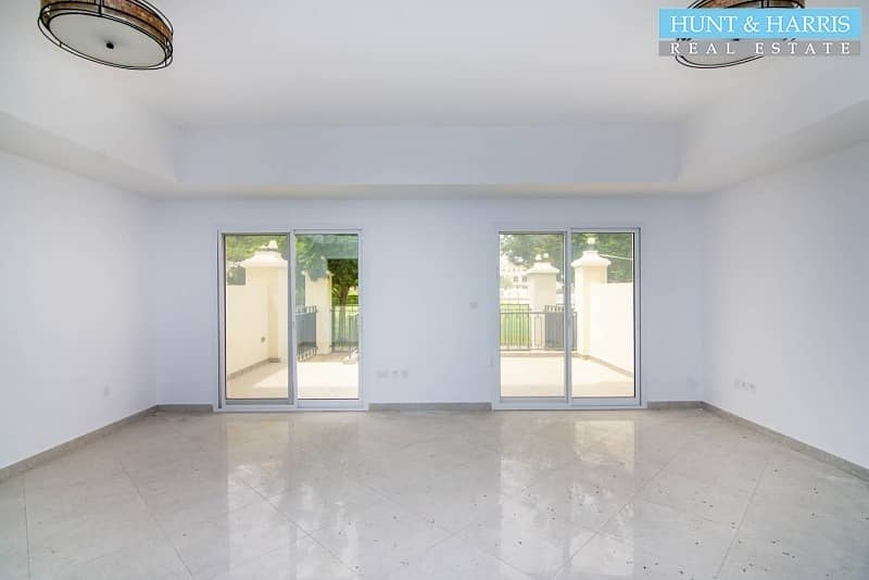 Bayti + maids room with pool and park view