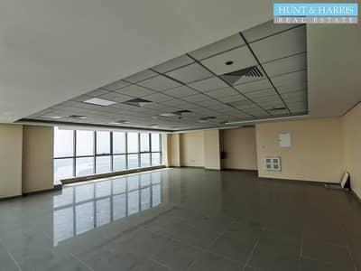مکتب  للايجار في دفن النخیل، رأس الخيمة - Office for Rent - Full Sea View - On a High Floor