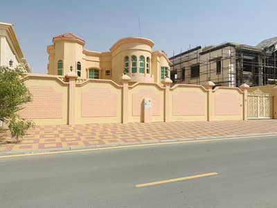 5 Bedroom Villa for Rent in Al Raqaib, Ajman - For rent a luxurious villa in Al Raqeeb, 9000 feet, on Ghar Street