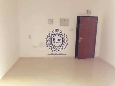 استوديو  للايجار في تجارية مويلح، الشارقة - No diposite studio with balcony close kitchen