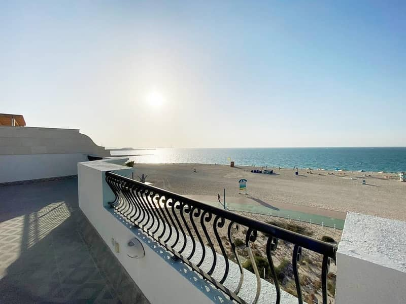 18 Beachfront! Beautiful   5 bed |Private pool (1027)