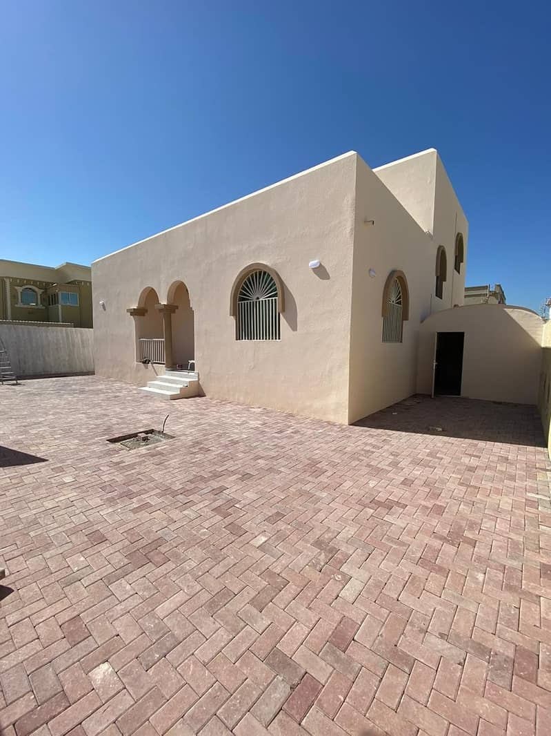 HOT OFFER OF THE WEAK NEWLY MAINTAINED VILLA FOR RENT 4 BHK MAJLIS WITH BIG GARDEN AREA IN AL RAWDHA 3