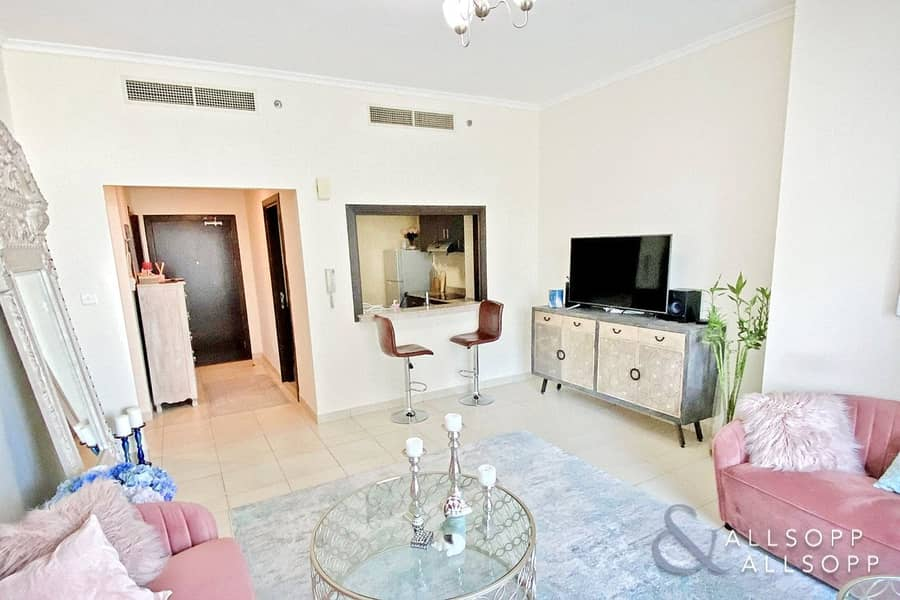 2 Exclusive | Well Presented | 1 Bedroom