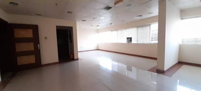 مکتب  للايجار في مويلح، الشارقة - مکتب في مويلح 40000 درهم - 4842906