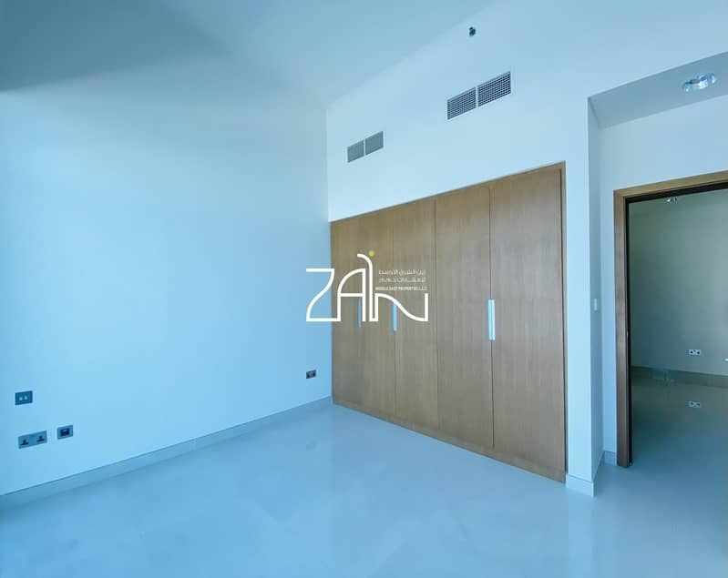15 Modern Sea View 5 BR Townhouse with Large Terrace