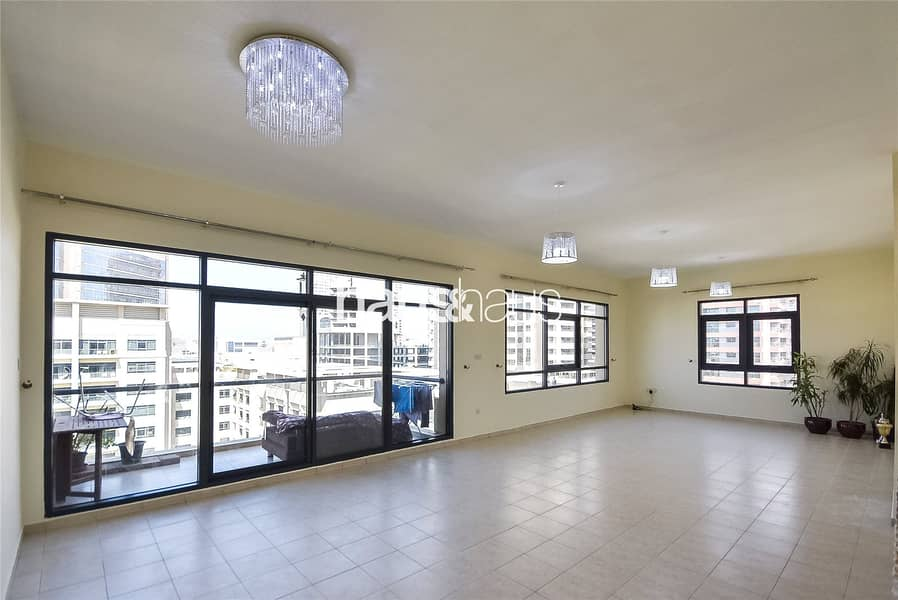2 3 Bed Plus Maids | Chiller Free | Pool View