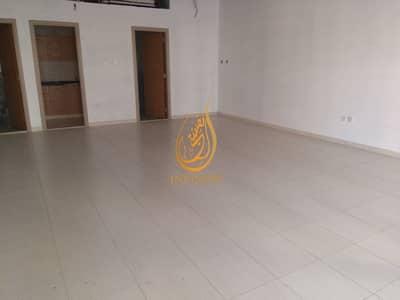 مکتب  للايجار في الخان، الشارقة - 900 sqft office free parking 1 month free in 30k only