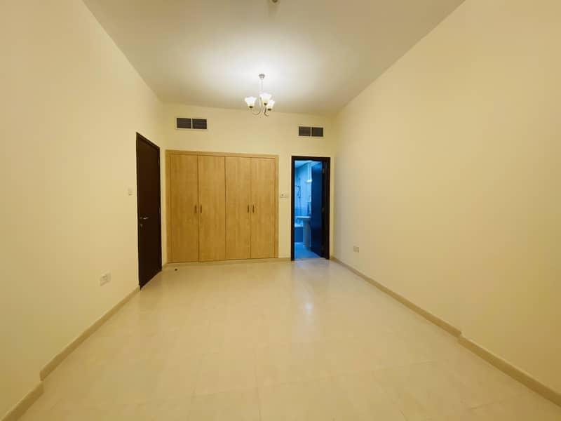 شقة في الحي الإماراتي المدينة العالمية 1 غرف 310000 درهم - 4844146