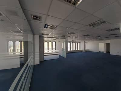 مکتب  للايجار في ديرة، دبي - Nicely Fully fitted office 900 Sqft near to 'union' Metro station for 54K
