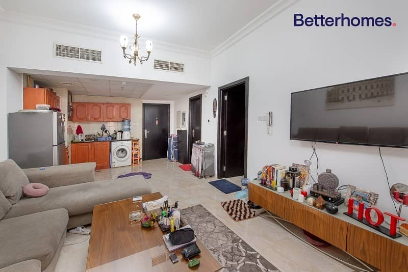 Furnished Large 1 Bed|2nd Floor|Balcony.