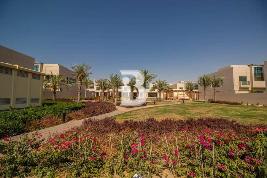34 6 Bedroom Luxurious villa| Corner| Vacant| Park view